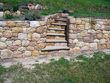 portalada. Escalera de Piedra