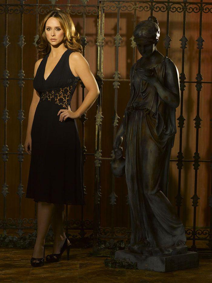 Дженнифер Лав Хьюитт (Jennifer Love Hewitt) в фотосессии для сериала «Говорящая с призраками» (Ghost Whisperer), 3-й сезон, фотография 9
