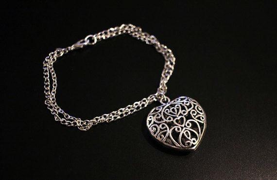 Filligree heart charm bracelet inspired by the TV-series The Vampire Diaries.