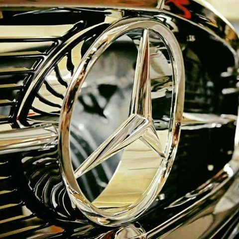The glittering three pointed star.......but what's the car?  #rodgerdodge #mercclub #mercedes  #mercedesbenz  #mercedesclub #mbusa #Benz #threepointedstar  #mercedesbenzclassic #classiccars  #luxurycars  #mbfanphoto #MercedesFans #car  #dreamcars #coupe #insidebenz  #countryliving #germancar #sportscars  #carsofinstagram #insidebenz #thebestornothing #cars #Benz