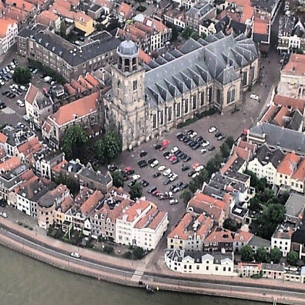 In Deventer was Jan Pietrszoon Sweelinck geboren, in 1562. Dit is niet zeker want er was later een grote brand in het archief waardoor veel gegevens verloren zijn gegaan.