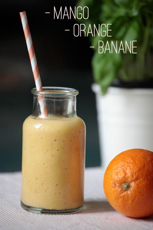 Saft von 2-3 Orangen oder Orangensaft, 1 Banane und 1/4 – 1/2 Mango