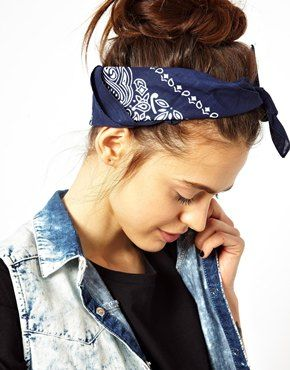 Love the messy hair, headscarf combo.