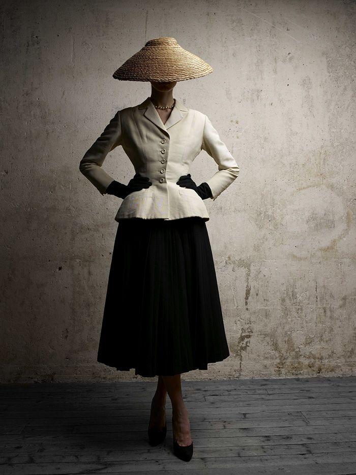 The Dior Silhouette - DiorVIII-The-Bar-suit---HC-SS1947---Photo-Demarchelier