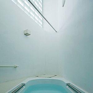 建築 デザイン   傑作の狭小住宅20   環八に向き合う三角のコンクリート住宅   For M