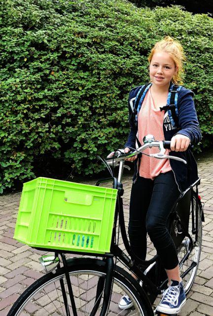 Princesse Alexia, 21 aout 2017, Photo officielle publiée pour son premier jour à l'école Christelijk Gymnasium Sorghvliet (La Hague)