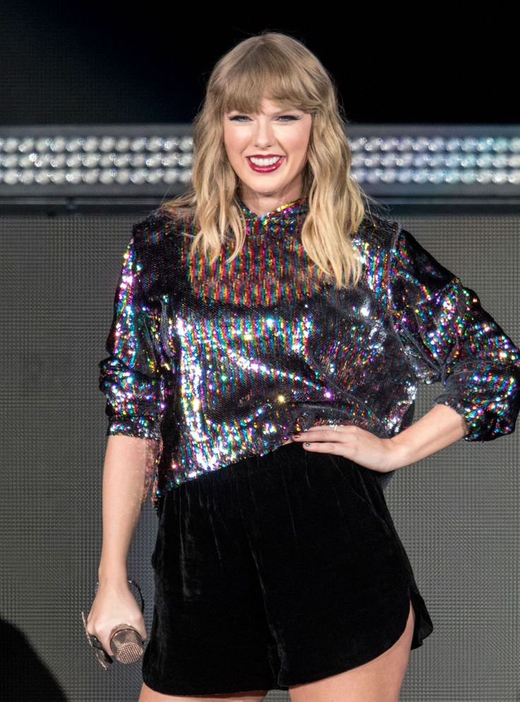Taylor Swift Had A Surprise Cameo At The Grammys+#refinery29