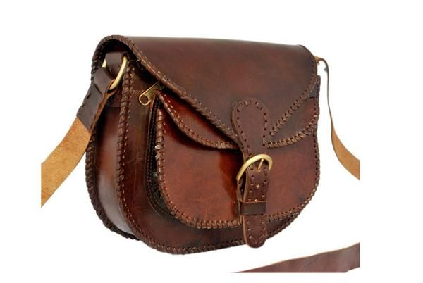 Guaranteed 100% Leather. This bag is an all season fashion bag. With multiple pockets for your phone, wallet & accessories, this roomy bag is perfect for any event. Stylish and authentic at an unbeatable price. Features:  Color: Brown Leather: Goat Leather Dimensions: 8(H) * 10(W) * 3(D) 1 Front pocket 1 Zippered pocket on front side Another zippered pocket on the inner side of the bag Shipping: Worldwide