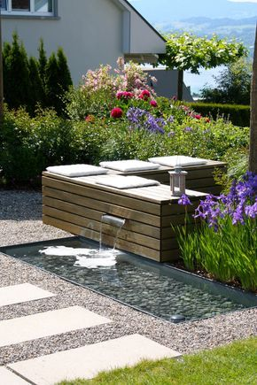 Sitzplatz zum Wohlfühlen mit Wasserspiel – PARC'S Gartengestaltung – Marion Kohnen