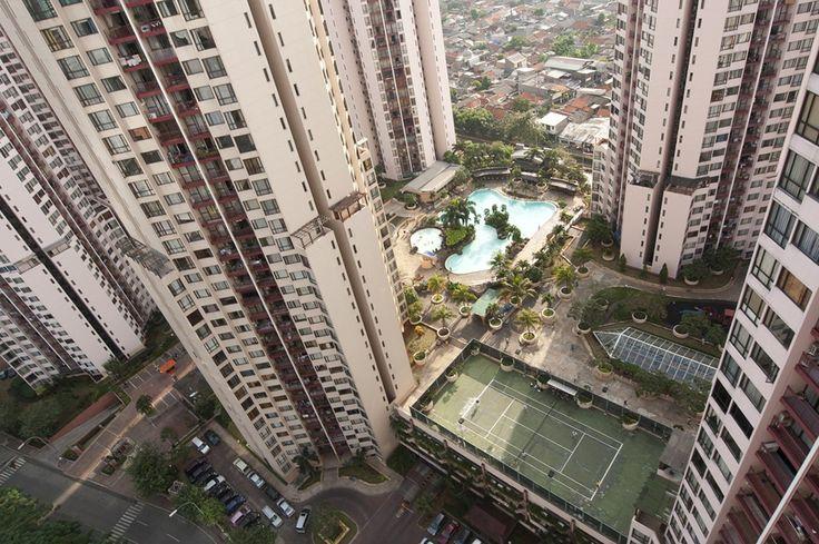 Kawasan Kuningan seakan tak ada habisnya untuk diberitakan dan diceritakan. Melengkapi denyut kehidupan bisnisnya, kawasan ini siap menopang dengan sebuah apartemen yang nyaman untuk dihuni oleh warga negara Indonesia maupun pendatang. Kawasan tempat tinggal elit ini dilengkapi dengan beragam fasilitas yang memanjakan para penghuninya. Di Jakarta, siapa sih yang tak kenal Apartemen Taman Rasuna.