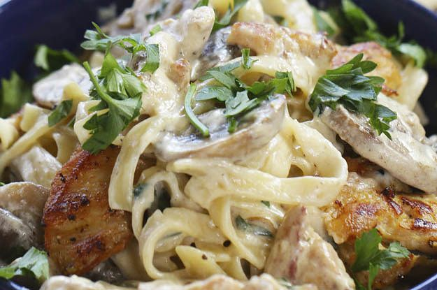 Preview: Aperfeiçoe sua receita de macarrão com este tagliatelle com frango e cogumelos