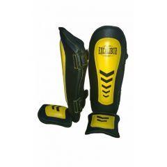 Kick Boks Ayak Kaval Koruyucu   DIŞ MATERYAL: Yoğun kullanıma uygun dayanıklılıkta sentetik deri.  DOLGU MALZEMESİ: Orta sertlikte 2 katmanlı özel Polyeva materyal. Ayak bilek ve genel vücut anatomisine uygun özel bir dizayna sahiptir. Topuk arkasında 3 cm, ayak tabanında 6 cm genişlikte lastik bulunmaktadır. İki adet ayarlanabilir cırt sistemine sahiptir. Mükemmel darbe emişi ve hafifliği ile hem amatör hem de profesyonel sporcuların ilk tercihidir.  Çok rahat ve kullanışlı bir üründür.