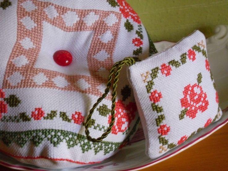 scissor fob  puntaspilli cross stitch