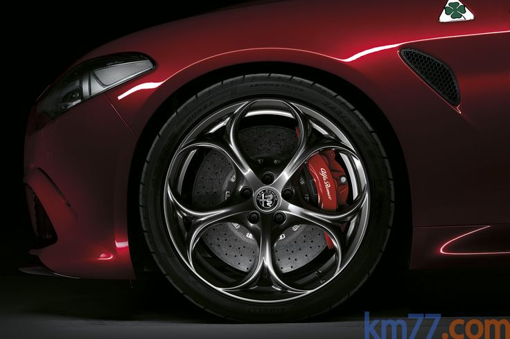 Alfa Romeo Giulia Quadrifoglio Quadrifoglio Turismo Rosso Competizione Exterior Llanta 4 puertas