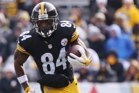 Antonio Brown  signed a  five-year contract  with the  Pittsburgh Steelers  on Monday that makes him the  NFL 's highest-paid wide receiver. Not bad for someone drafted in the sixth round in 2010...