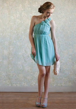 loving this aqua color! would make a very lovely bridesmaid dress.
