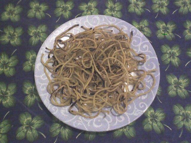 Romanella: spaghetti avanzati, arrostiti con pochissimo olio in una padella di ferro. Devono risultare alquanto croccanti, mangiare caldi