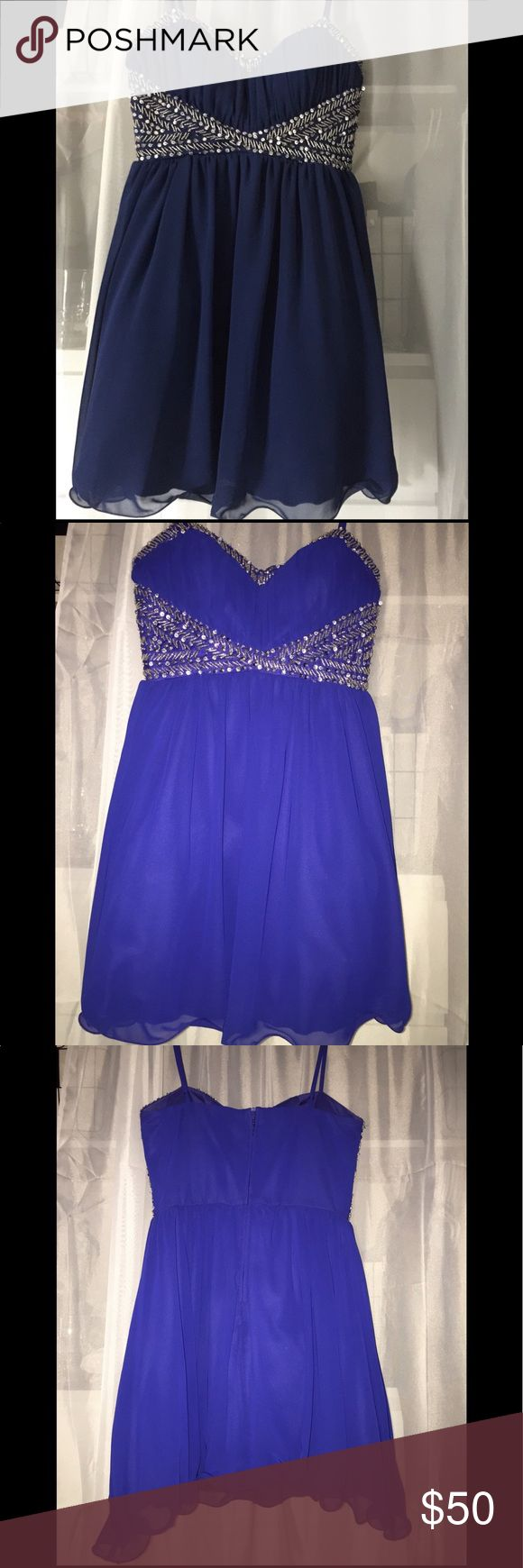 B.Smart Blue Formal Dress I wore this dress one time; pictures show what the dress looks like with and without flash. Says size 9, fits more like a size 6 in my opinion. Bought at JC Penney B. Smart Dresses Prom