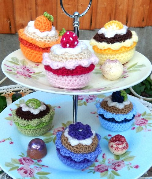 Free fruity cupcakes pattern by Moji-Moji Design