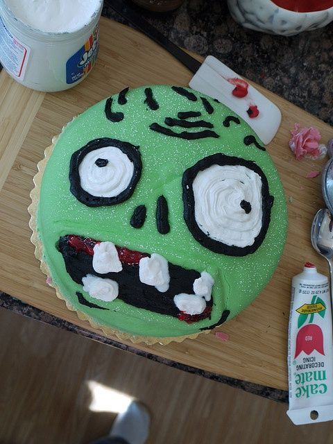 zombie birthday cake#Repin By:Pinterest++ for iPad#, easy cake for Plants vs. Zombies birthday party...