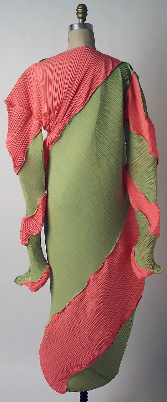 Issey Miyake Design Studio 'Nautilus' SS 1995 back Met Collection