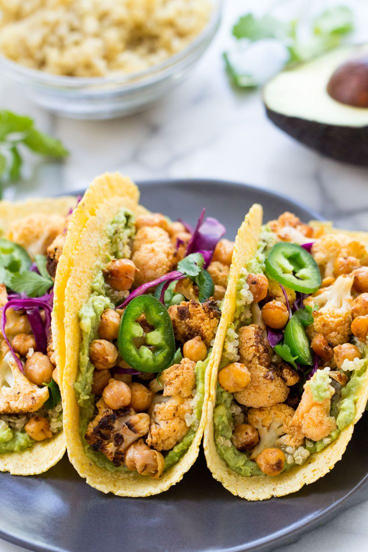 A super HEALTHY vegan taco recipe >> Buffalo Cauliflower + Quinoa Tacos with guac, chickpeas and shredded cabbage on top!