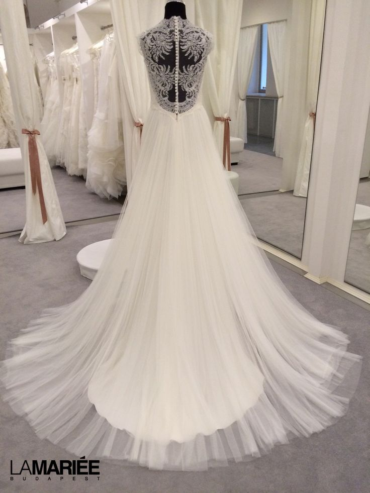 Naiara by 2014 Almanovia collection  Exclusively at La Mariée Budapest bridal #wedding # weddingdress #bridaldress # bridal #rosaclara # bridalgown #almanovia