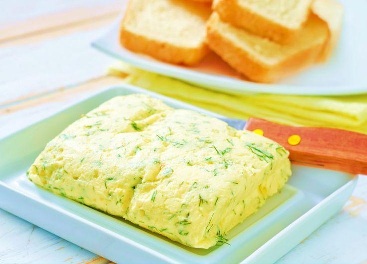 Unt de usturoi: ideal pe pâine prăjită fierbinte și crocantă și pe fripturi sfârâinde și aromate. Cel mai bun unt de usturoi este cel făcut după rețeta asta