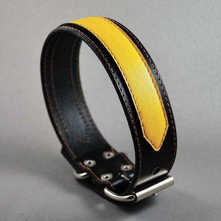Collier de chien en cuir noir haut de gamme avec sa bande décorative jaune pour un rendu des plus chic ! Conçu à la main dans un atelier français.  http://www.doggie-flair.com/produit/collier-pour-chien/collier-cuir-chien/collier-stripe-jaune/