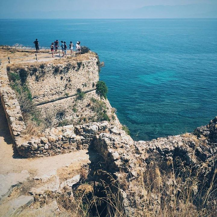 Narrow passages and olive groves lead to these views of the Messinian Bay from the 13th century Venetian castle at Koroni in the Peloponnese.  #koroni #castle #lookout #peloponnese #history #travel #greece #vsco #iphone #whataview #passionpassport #beautifuldestinations #instagreece