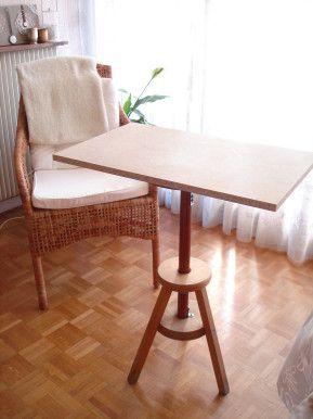 Tabouret à vis transformé en table ou bureau d'appoint
