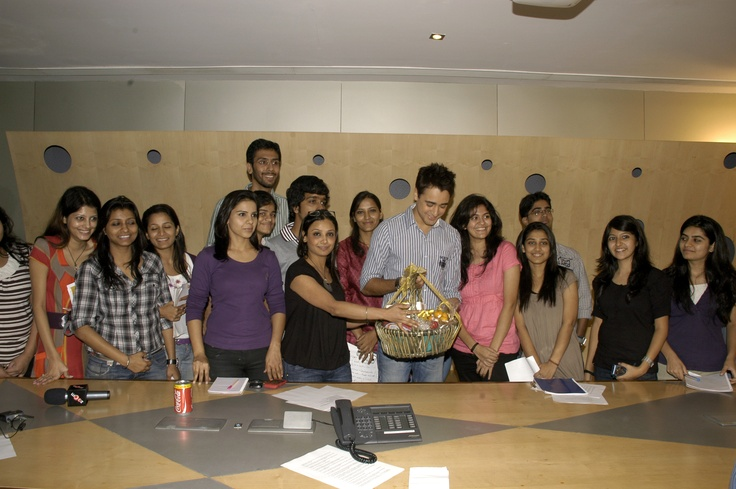 Bollywood - Imran Khan with zoOm team