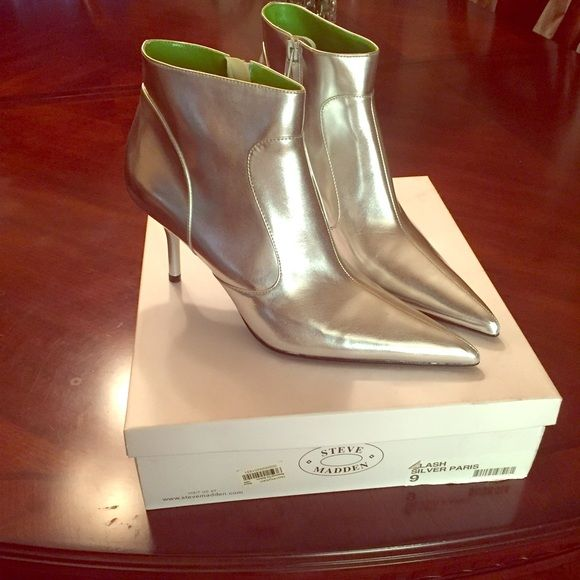 Steve Madden ankle boots Brand new never worn silver ankle boots by Steve Madden Steve Madden Shoes Ankle Boots & Booties
