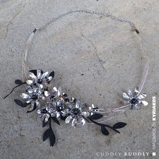 Metallic Daisies and Pearls Necklace Tutorial