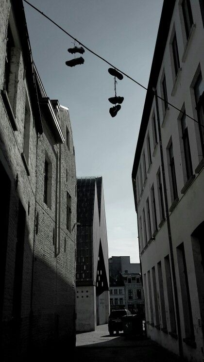 Gent - Belgium - shoes in the air - foto wimvanmele