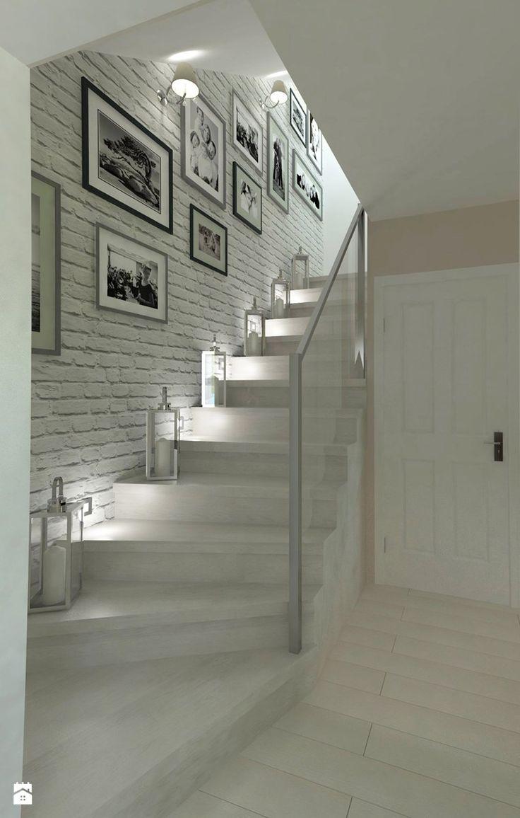 Odrobina klasyki w poniemieckim domu - Małe schody, styl klasyczny - zdjęcie od Pracownia WAŻKA