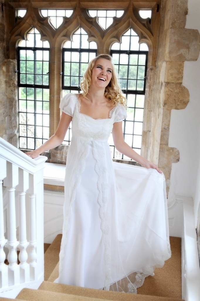 Jane Austin style wedding - i would change the top a little bit, but i love the lace