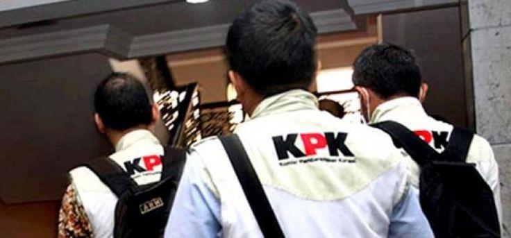 """Kasus Suap Pesawat: KPK Geledah Sejumlah Tempat  KONFRONTASI-Komisi Pemberantasan Korupsi (KPK) menggeledah sejumlah tempat di daerah Jakarta Selatan dalam kasus indikasi suap terkait pengadaan pesawat dan mesin pesawat.  """"Untuk kepentingan pengembangan penyidikan dalam dua hari ini sejak kemarin (Rabu 18/1) KPK telah menggeledah sejumlah tempat di daerah Jakarta Selatan"""" kata Wakil Ketua KPK Laode M Syarif saat konferensi pers di gedung KPK Jakarta Kamis.  Pertama kediaman tersangka…"""
