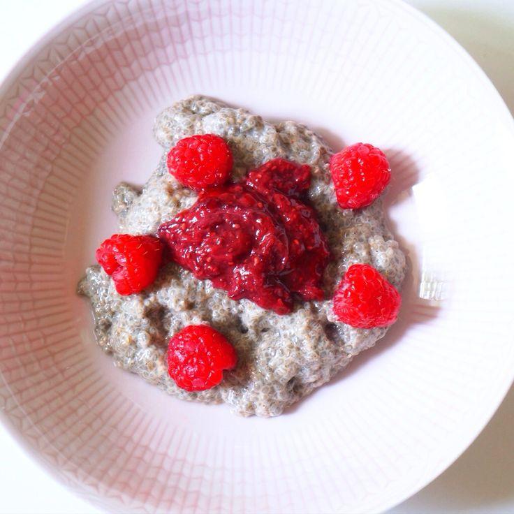 Chia pudding with homemade strawberry jam. // Chiapudding med hemmagjord jordgubbssylt