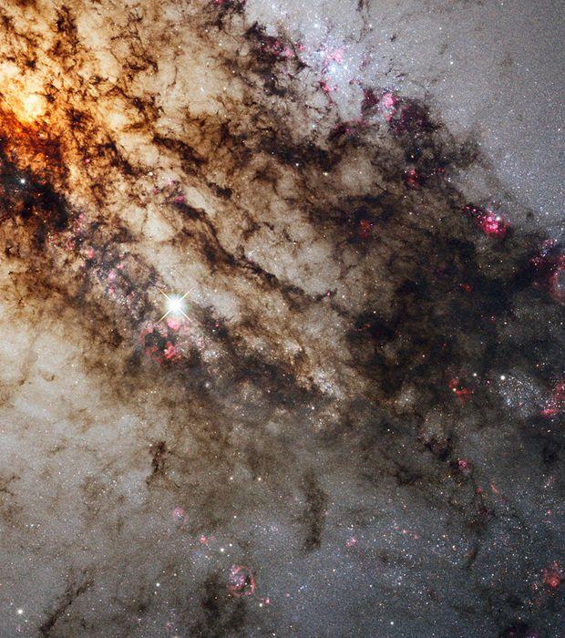 La galaxie Centaurus A située dans la constellation du centaure