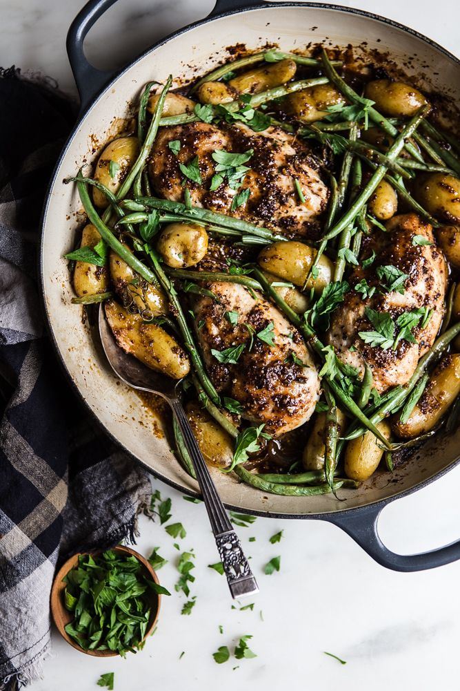 One Pan Honey Mustard Chicken and Vegetables | This delicious dinner is perfect for weeknights. The best part about it is everything is cooked in a single dish! #fall #family #cooking #onepot #easy