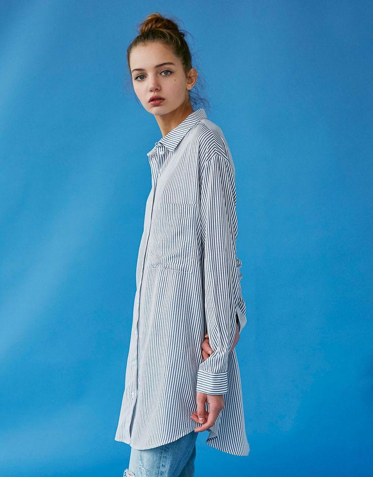 Langes Streifenshirt. Entdecken Sie diese und viele andere Kleidungsstücke in Bershka unter neue Produkte jede Woche