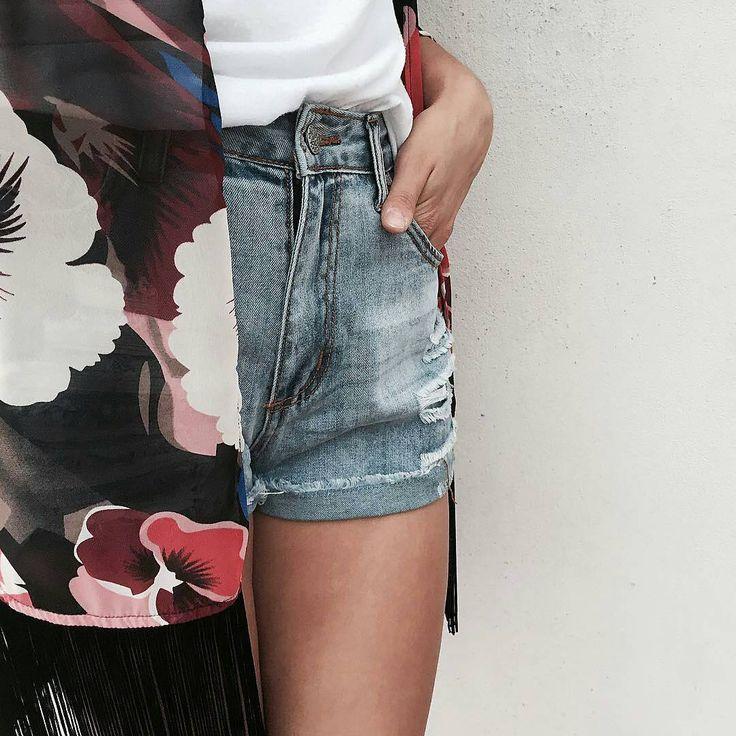 @serena_leidi - È arrivato il mio pacco di @ovspeople !! Super contenta delle scelte che ho fatto, qui in foto vedete gli shorts a vita alta e il kimono floreale con frange!  Saranno sicuramente dei fedeli compagni quando saró al mare!!  #OVSPEOPLE #OVSJOURNEY #OVS