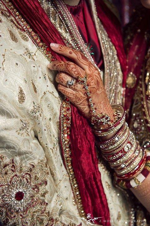 #bride #dulhan #pakistaniweddings #shadi #desi #mehndi #henna #lehnga #indian #indopak #culture #red