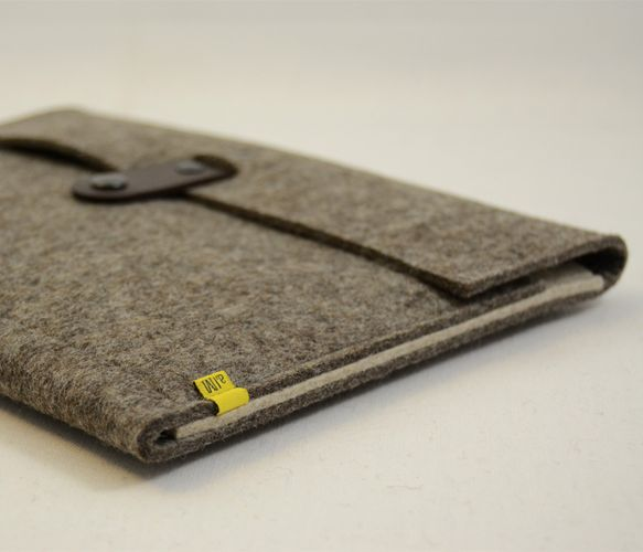 Super thick wool felt iPad sleeve by anonimaMente design