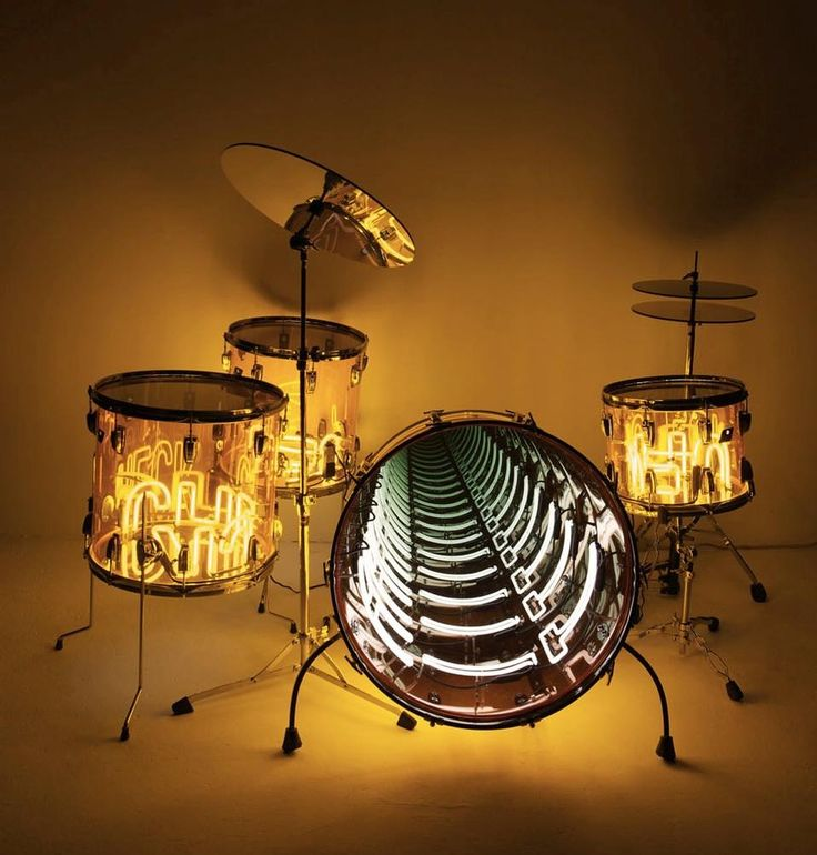 Ivan Navarro, Wail, 2010. Variable dimensions, installation. Neon  light, plexiglass drums, metal, mirror, one-way mirror and electric  energy