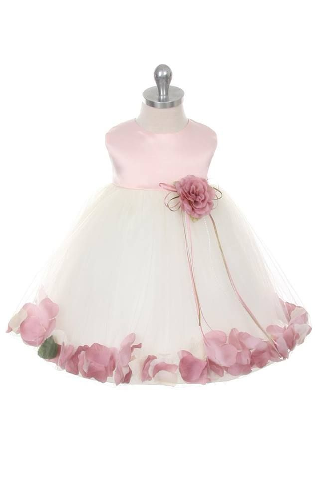 Originele en kwalitatief goede bruidsmeisjes jurkjes met losse rozenblaadjes in de rok.
