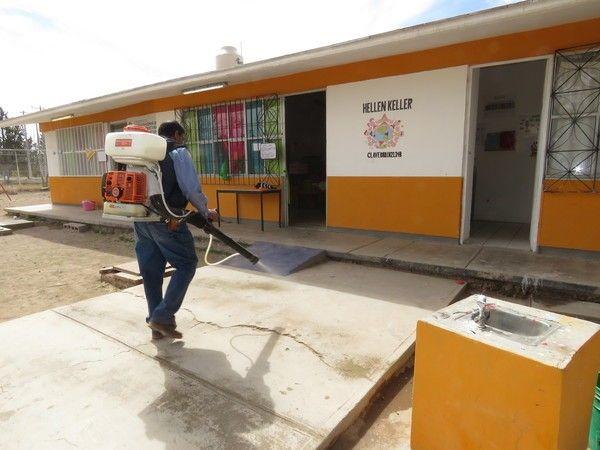 Inicia Gobierno Municipal fumigación contra garrapatas, arañas y otras especies peligrosas en escuelas de la zona rural   El Puntero