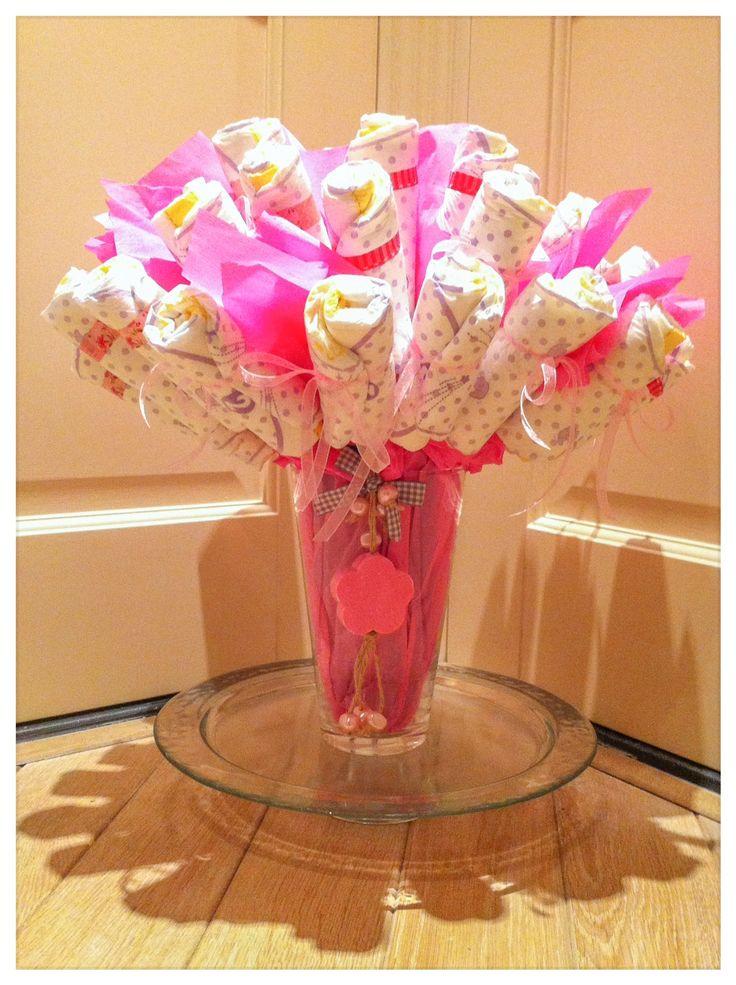 Luierboeket, origineel en handig Kraamcadeau voor meisje. baby shower gift girl diaper flowers. Info: https://joleenskraamcadeaus.wix.com/kraamcadeau#!product/prd1/2714930811/luier-boeket