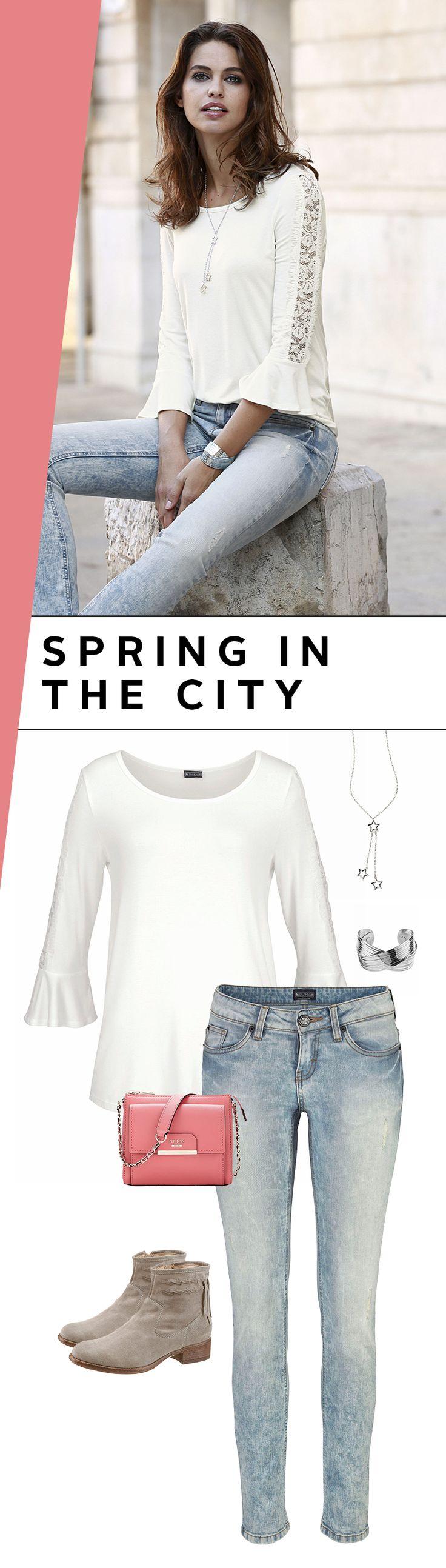 Dieses Outfit ist stoffgewordene Frühlings-Vorfreude! Ein weißes Spitzenshirt mit vielen Details, eine Destroyed-Jeans, Boho-Boots und ein frisches Rosa – schon steigt die Laune ganz automatisch! Frühling, wo bist du nur?